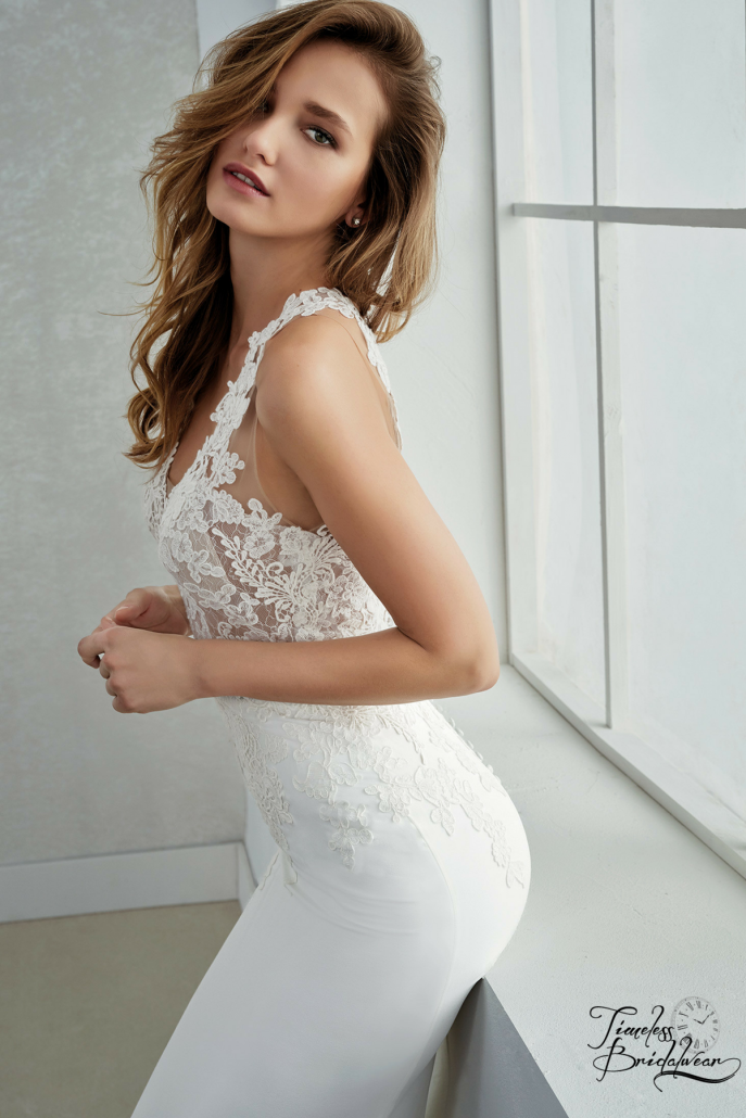 37151cbe644 Romantic wedding dress with a two-piece effect. The mermaid skirt is made  of georgette crepe and embroidered lace details. The bodice combines a  delicate ...